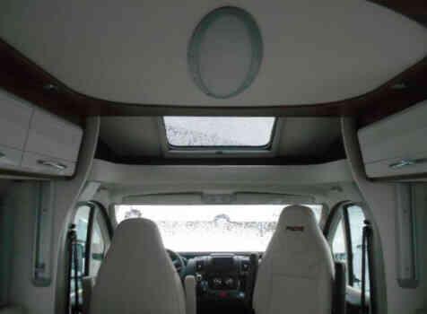 camping-car PILOTE P746  intérieur /